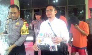 Wakapolres Tanjungpinang Kompol I Wayan S S Ik didampingi Kasat Narkoba AKP Abdurrahman S Ik dalam konfrensi pers tertangkapnya 2 orang penyalahgunaan narkoba, di Mapolres Tanjungpinang, (14/09).