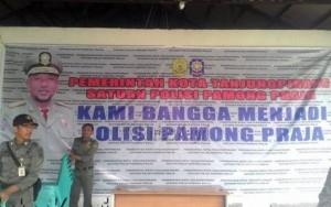 Baliho Satpol PP Kota Tanjungpinang hanya berlatar belakang foto Walikota, dikarenakan kekecwaan para kabid terhadap Kasatpol PP, Irianto.