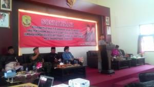 Drs H Surjadi MT, Kepala Dinas Sosial dan Tenaga Kerja Kota Tanjungpinang saat memberikan kata sambutan dai acara sosialisasi pelayanan perlindungan sosial, (21/9).