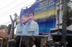 Baliho SANUR yang dirusak orang tak dikenal di simpang jalan sumatera, (01/09).