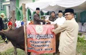 H. Syahrul, S.Pd, memberikan bantuan sebanyak 46 hewan Qurban kepada masjid dan mushalla di Kota Tanjungpinang, (23/9).
