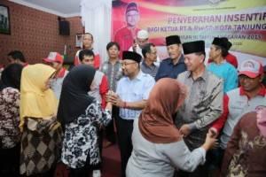 Sebanyak  673 RT dan 164 RW di 18 Kelurahan di Kota Tanjungpinang menerima uang Insentif dari Pemko Tanjungpinang, (23/10).