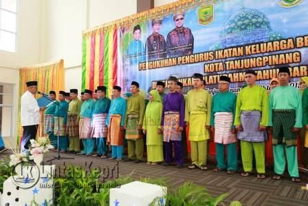 Walikota Tanjungpinang,  Lis Darmansyah,  melantik 80 orang pengurus Ikatan Keluarga Besar Natuna Kota Tanjungpinang (IKN TPI),(25/10).