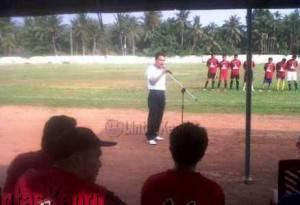 Encik Abdul Hajar, Ketua PGRI Kota Tanjungpinang saat memberi kata sambutan, (06/11).