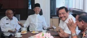 Gubernur Kepri HM Sani bersama  Menkopulhukan rapat di Graha Kepri Batam. Foto Istimewa