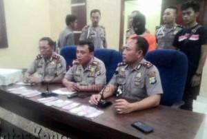 Kapolres Tanjungpinang AKBP Kristian P Siagian Tengah saat Ekspos Uang Palsu Selasa (16/02)
