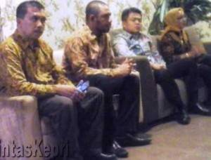 Ketua KPPU RI, M. Syarkawi Rauf saat press release dihadapan sejumlah wartawan di Hotel Aston Tanjungpinang, Rabu (17/2)