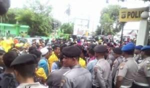 Suasana Aksi demontrasi damai yang dilakukan mahasiwa Stisipol di Makopolres Tanjungpinang