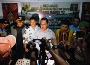 Kepala Kanwil Kemenkumham Kepri, Dahlan Pasaribu (Mengenakan Kemeja Putih) saat Press Release di Rutan Tanjungpinang usai Sidak
