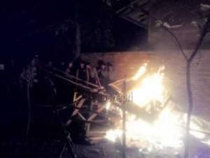 Anggota Polres Tanjungpinang bakar lapak judi lokasi Tanjung Unggat