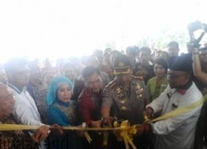 Walikota Tanjungpinang, Lis Darmansyah saat Pemotongan Pita bersama Wakapolda Kepri, Kombes Pol Yan Fitri