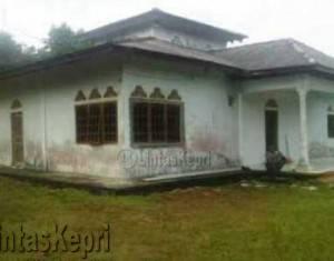 Masjid Baitul Awal di simpang Toapaya, Jalan Raya Tanjung Uban Km 16 Bintan