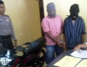 Dua Pelaku Jambret inisial A dan J saat Diamankan di Polsek Tanjungpinang Timur