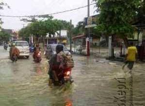 Seperti ini Kondisi Jalan Ir. Sutami (suka berenang) saat Dilanda Banjir