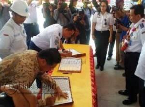 Penandatanganan Pemenang Proyek Pembangunan Kapal Kelas I Kenavigasian yang Dimenangi PT MOS