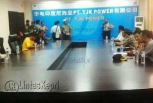 Para buruh saat mediasi didalam ruang rapat PT CHOC