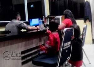 Nurul Apani dan kedua anaknya saat melapor di SPK Polresta Tanjungpinang