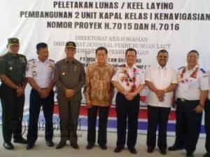 Plt Direktorat Jendral Perhubungan Laut Kementrian Perhubungan Republik Indonesia saat berfoto bersama dengan instansi terkait