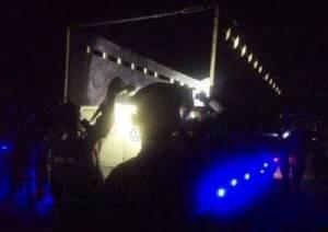 Polisi Ketika Periksa Truk saat Razia Operasi Bersinar