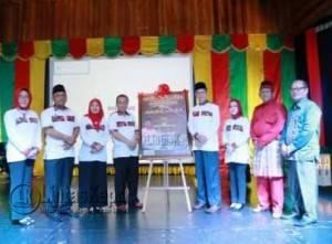 Walikota dan Wakil Walikota Tanjungpinang saat foto bersama Sekda, Kepala Dinas Pendidikan Kota Tanjungpinang serta jajaran lainnya