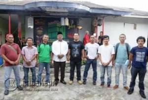 Wali Kota Tanjungpinang Lis Darmansyah saat berfoto bersama panitia Komunitas LKM