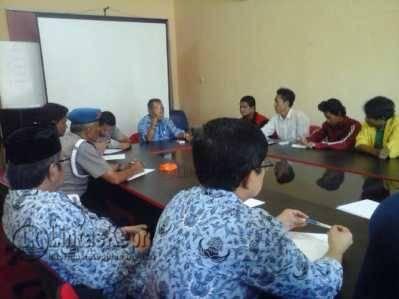 Gerakan Anak Melayu (GAM) Kepulau Riau saat audensi bersama Dinas Kebersihan Pertamanan dan Pemakaman (DKPP) Kota Tanjungpinang, Jumat (20/5).