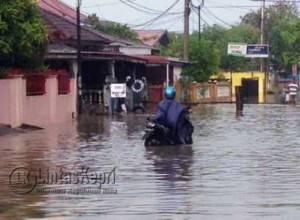 Beginilah Kondisi Jalan Sulaiman Abdullah Kota Tanjungpinang saat hujan deras mengguyur