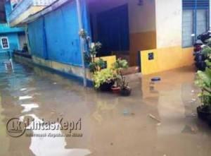 Kondisi rumah warga ketika air menggenang