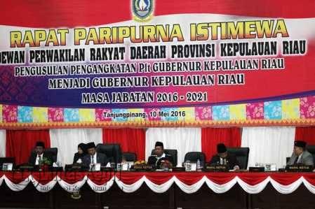 Sidang Paripurna Istimewa DPRD Provinsi Kepri, prihal mengusulkan dan menetapkan Plt Gubernur Kepri menjadi Gubernur Kepri periode sisa jabatan 2016-2021,Selasa (10/5).