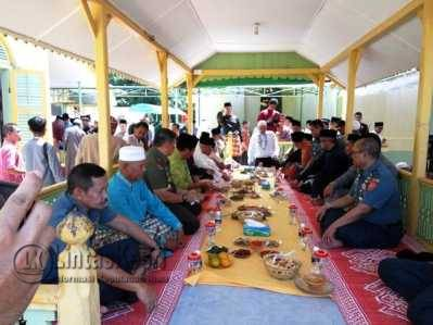Gubernur Provinsi Kepri,Nurdin Basirun menggelar syukuran di Masjid Raya Pulau Penyengat, Jumat ( 27/5).