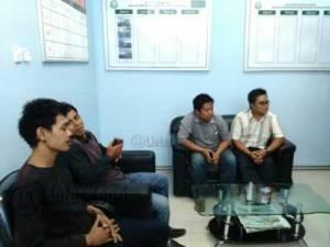 Empat Aktivis Yang Tergabung dalam LSM Gravis Mendatangi Kantor Kejati Kepri, Kamis (23/6).