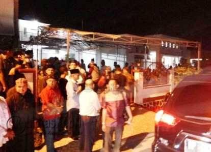 Kerabat Keluarga Penuhi almarhum Hj. Halimahtu Sa'diah, Ibunda Walikota Tanjungpinang, Lis Darmansyah, Sabtu (18/6).