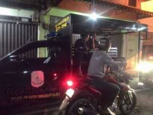 Beberapa pasangan yang diduga mesum saat diamankan Satpol PP Kota Tanjungpinang