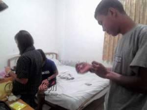 Satpol PP Kota Tanjungoinang saat menjaring Pasangan yang diduga mesum, di wisma Sri Pinang, Selasa (7/6)