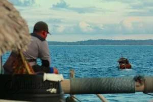 Jang menunggu keningnya ditarik menuju darat, tempat Ikan Bilis Labak ditanggul
