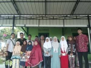 Redaksi LintasKepri.com berfoto bersama anak Yatim dan Pengasuh Panti Asuhan Muhammadiyah Tanjungpinang, Kamis (28/7)