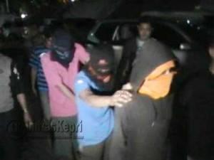 Kelima tersangka curanmor saat diamankan Satreskrim Polres Tanjungpinang, Sabtu (23-7)