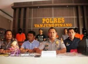 Kabag Ops, Kompol Sujoko dan jajaran Polres Tanjungpinang saat Press Release dihadapan media, Sabtu (23/7) pukul 11.00 WIB