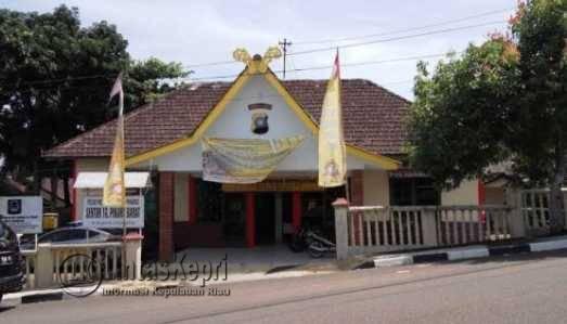 Kantor Polsek Tanjungpinang Barat tempat Razikin ditahan