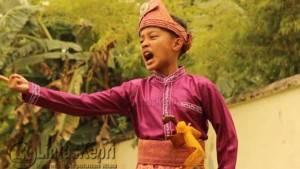 Boy Aditya Ramadhan, saat melakukan selebrasi bercerita di Pulau Penyengat, Foto : Aji Anugraha