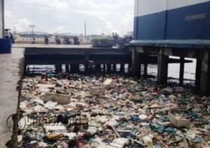 Inilah sampah yang masih ditemukan menumpuk di Pelantar 2 Kota Tanjungpinang. Foto diambil pada hari ini Sabtu (23/7)
