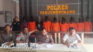 Para Tersangka ketika dihadapkan saat Press Release di Polres Tanjungpinang, Sabtu (30/7)