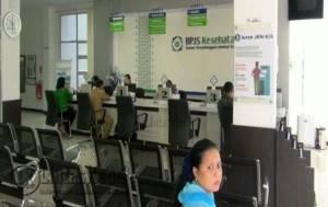 Suasana saat warga mengurus sebagai peserta BPJS Kesehatan di Kantor BPJS Kesehatan Kota Tanjungpinang, Selasa (16/8).