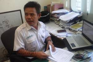 Kepala Operasional Pelni cabang Tanjungpinang, Ismed di ruang kerjanya. Foto: Iskandar Syah