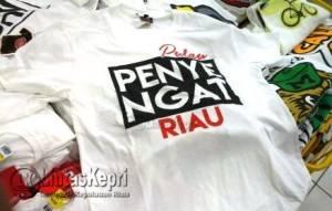 """Inilah Kaos Oblong Putih Bertuliskan """"Pulau Penyengat Riau"""""""