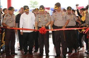Pemotongan pita tanda di resmikannya SPN oleh Kepala Lembaga Pendidikan dan Pelatihan Polri, Komjen Pol. Drs. Syafruddin, Msi