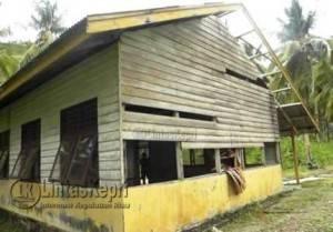 Beginilah kondisi Sekolah Dasar Kelas Jauh 007 di Tambelan sebagai kecamatan terjauh di Kabupaten Bintan yang kondisinya saat ini hampir roboh.