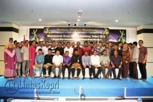 Walikota Tanjungpinang saat berfoto bersama di acara Musyawarah Besar Alumni Bandung