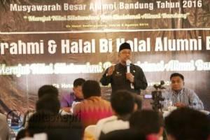 Walikota Tanjungpinang saat menyampaikan sambutan di acara Musyawarah Besar Alumni Bandung