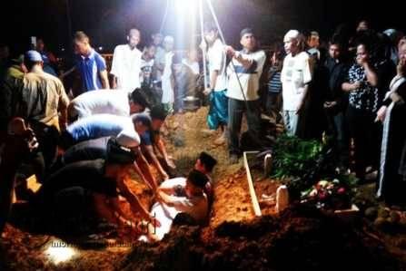 Empat Korban Satu Keluarga Tragedi Pompong Penyengat Dimakamkan